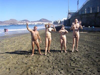 Entrada nudista del 2009 en la playa de las Canteras