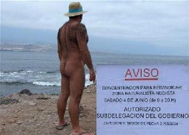El Ayuntamiento habilitará una zona en El Confital para los nudistas